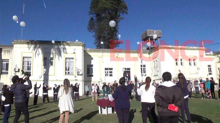 Con una suelta de globos en el San Martín, homenajearon a enfermeros en su día