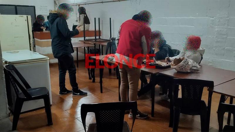 Desalojaron un salón donde festejaban un cumpleaños en Paraná: fotos