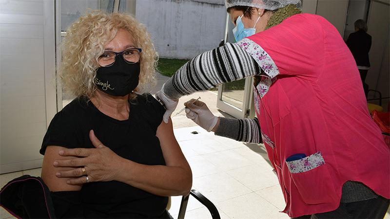 Son 14 los grupos de riesgo que vacunarán contra el Covid: instan a anotarse