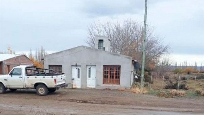 La casa donde un hombre mató a su hijo de 13 años, en Santa Cruz.