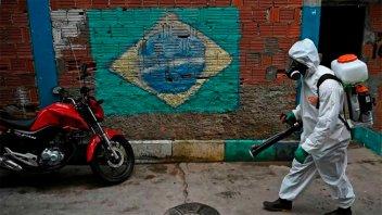 Brasil registró 2.344 muertes por coronavirus en 24 horas