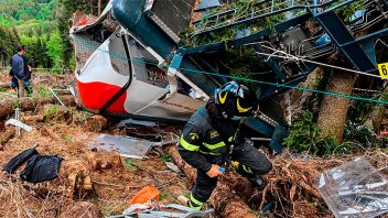 El video de la caída del teleférico que dejó 14 muertos en Italia