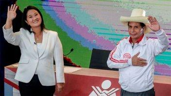 Perú elige presidente en reñido balotaje entre Pedro Castillo y Keiko Fujimori