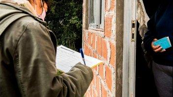 Casa por casa, informaron sobre la vacunación contra covid en barrio El Perejil