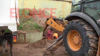 Cortan el suministro de agua en amplia zona de la ciudad: reparan una cañería