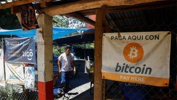 El Salvador es el primer país en aprobar el bitcoin como moneda de curso legal