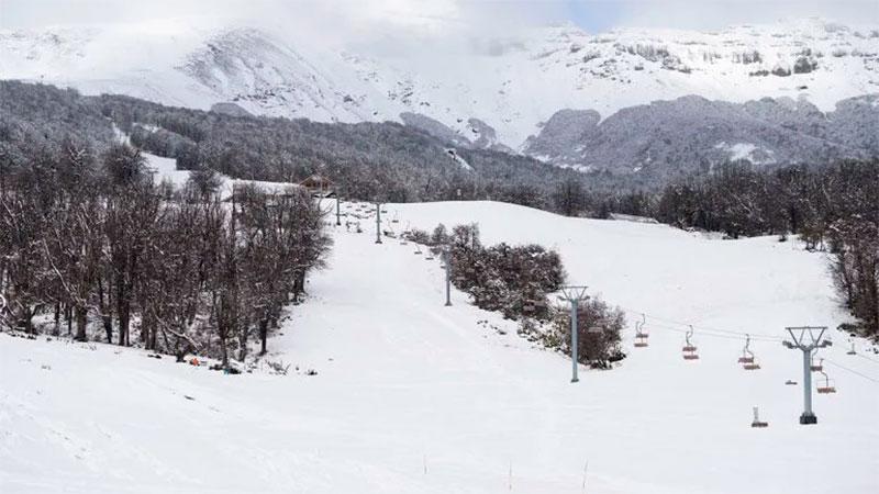 En Chapelco se observó un manto blanco.