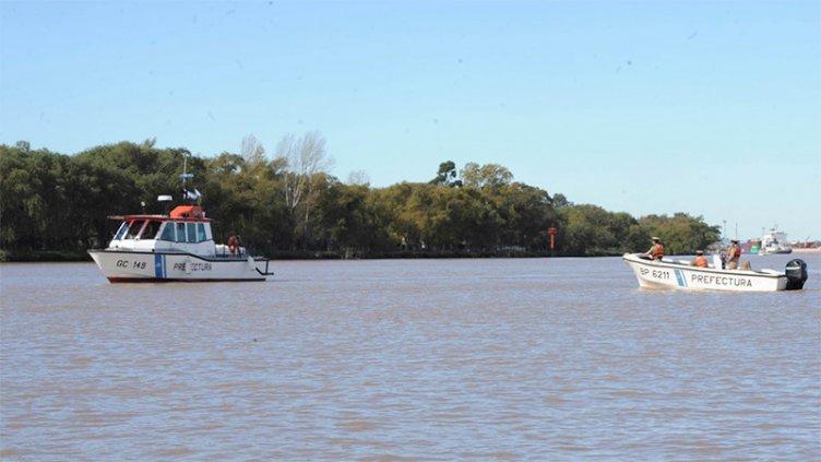 Pescador falleció tras caer al río Paraná:  Su embarcación dio vuelta campana