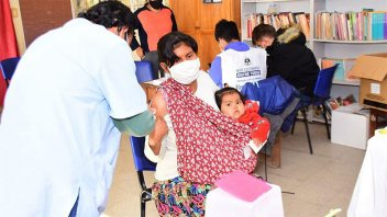 Cerca del 30% de la población ya recibió la primera dosis contra el coronavirus