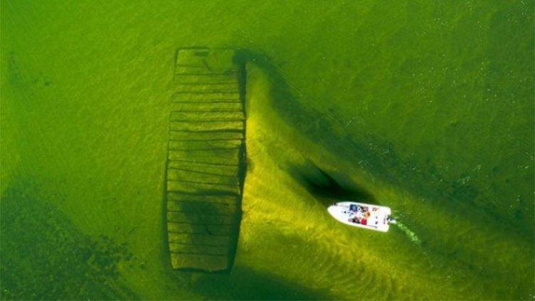 Por la bajante, hallan embarcación hundida en el río Paraná: imágenes