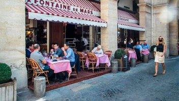 Francia pone fin al uso obligatorio del barbijo al aire libre