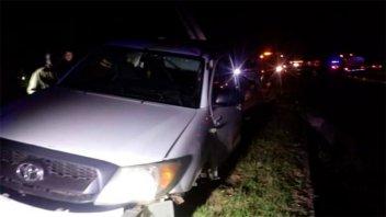 Camioneta chocó un guardarrail y el conductor quedó atrapado en la cabina