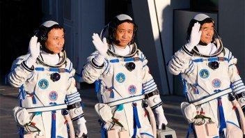 Cohete chino despegó con tres astronautas hacia estación espacial