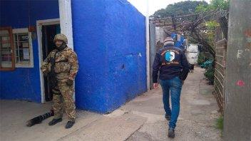 Desbarataron un quiosco de droga tras allanamiento en barrio Anacleto Medina