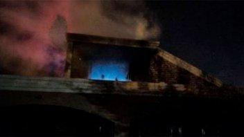 Se incendió la planta alta de una casa mientras los dueños dormían