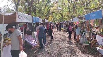 Más emprendedores y horario extendido este domingo en la Feria Periurbana