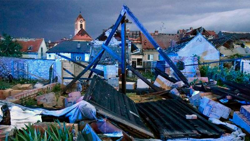 Muertos y unos 200 heridos por violento tornado en la República Checa -  Internacionales - Elonce.com