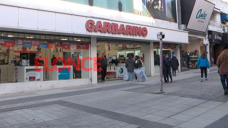 Empleados de Garbarino se darían por despedidos por no cobrar su sueldo completo