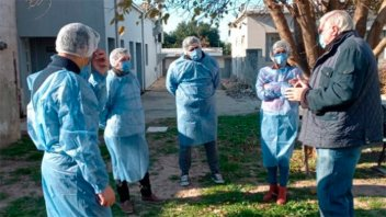 Equipos del hospital Salaberry recorren barrios e inscriben para la vacunación
