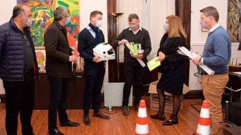 La municipalidad de Paraná recibió cascos y kit de control de tránsito