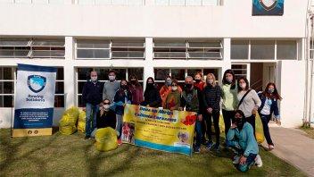 Merenderos recibieron donaciones de la colecta que organizó Paraná Rowing Club
