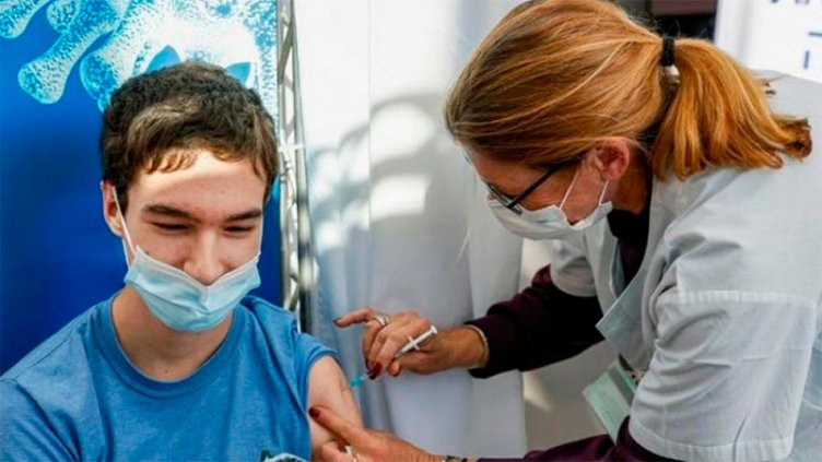 Inscriben para vacunar a adolescentes con factores de riesgo: las prioridades