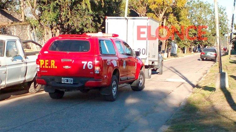 Joven murió y otro resultó herido en el incendio de su vivienda en Santa Elena