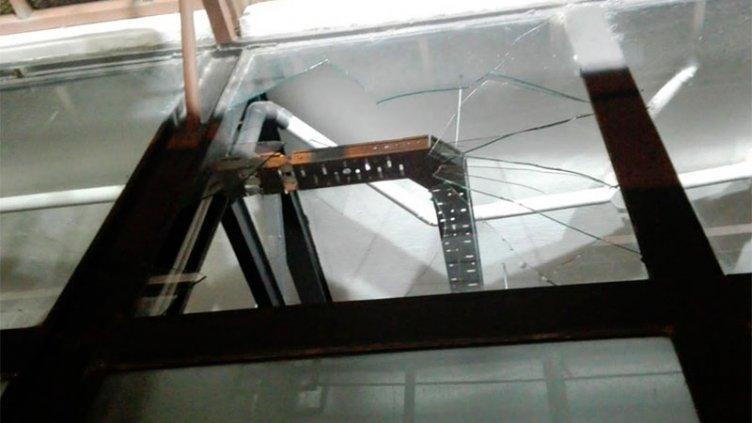 Rompió el vidrio de una carnicería de Paraná y se robó la caja registradora
