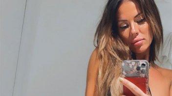 Karina Jelinek y una sensual imagen frente al espejo