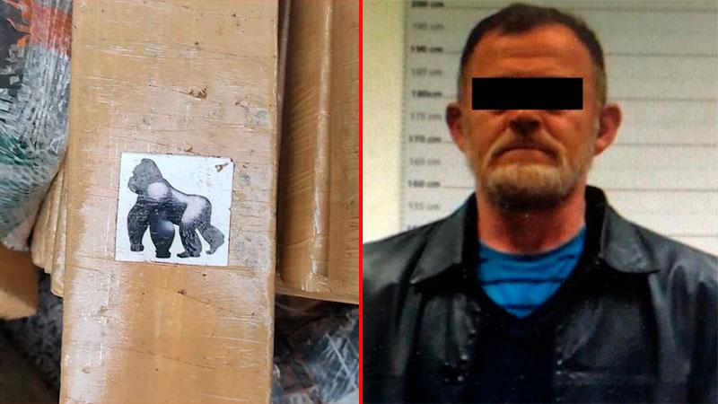 Carlos Buizez tras su arresto y el sello del gorila.