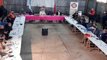 Articulan acciones a seguir para combatir los focos de incendio en las islas