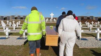 Inhumaron los restos de ex combatientes que pudieron ser identificados en Darwin