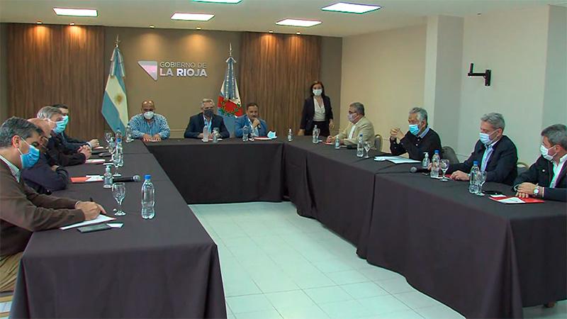 Tras anunciar el nuevo Gabinete, Fernández se reúne con gobernadores en La Rioja