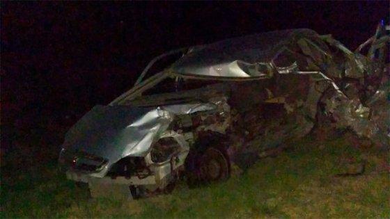 Un acoplado se desprendió y chocó contra un auto: el conductor murió en el acto