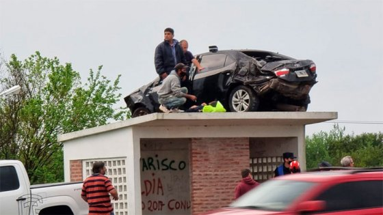 """Auto sobre una garita: bombero dijo que el conductor """"no recordaba mucho"""""""