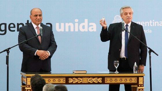 El presidente tomó juramento a los nuevos ministros y agradeció a los salientes