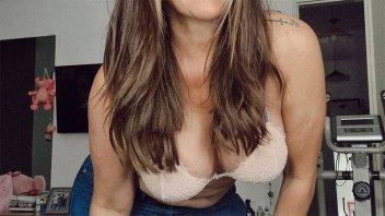 """En ropa y interior y sin filtro: """"Tengo el pelo más largo y también estrías"""""""