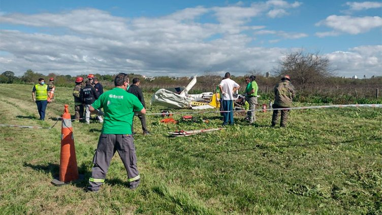 Avioneta cayó cerca de autopista: Confirmaron identidades de personas fallecidas