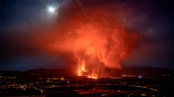 España: se rompió el cono del volcán y se abren nuevos focos de emisión de lava