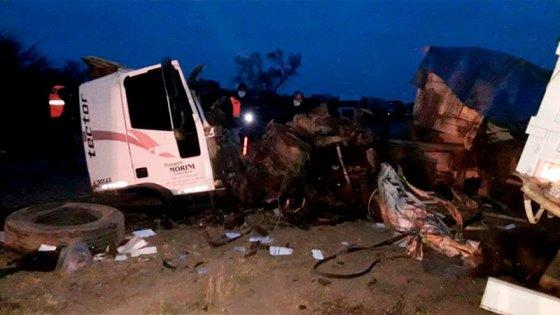 Violento choque frontal entre camiones: murió uno de los conductores