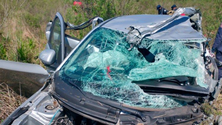 Violento choque frontal con una mujer fallecida: hay heridos