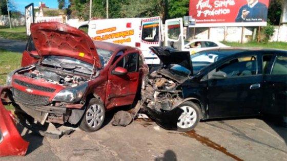 Tremendo choque en avenida Ejercito de Paraná: dos mujeres resultaron heridas