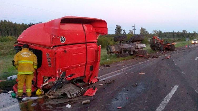 Un herido grave tras un choche entre un tractor y camión en la Autovía 14