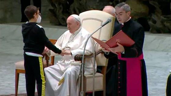 Un cura entrerriano, testigo del curioso momento que vivió el Papa con un niño