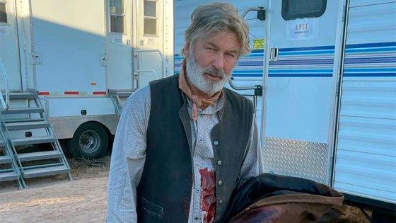 Revelan detalles del fatal accidente en el set de filmación de Alec Baldwin