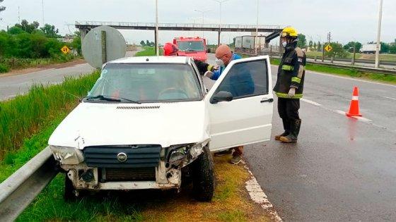 Dos heridos tras choque en autovía 14: auto habría sido embestido por un camión