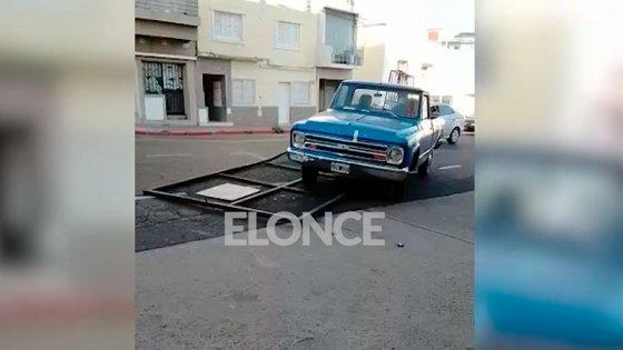 Infractor derribó el portón del depósito municipal y se llevó su vehículo: video