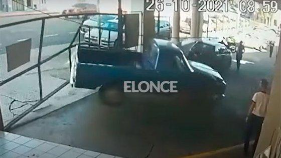 Derribó portón de depósito municipal y fue detenido: qué explicación dio