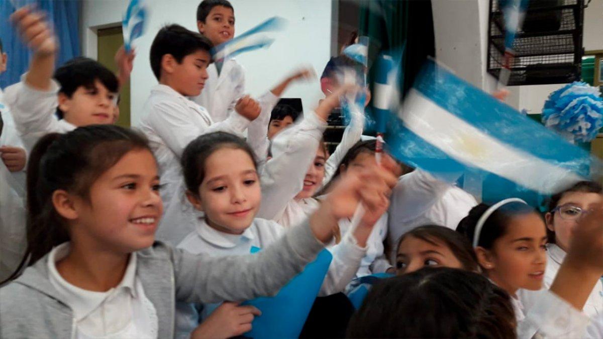 """Los festejos de la Escuela """"República de Chile"""""""