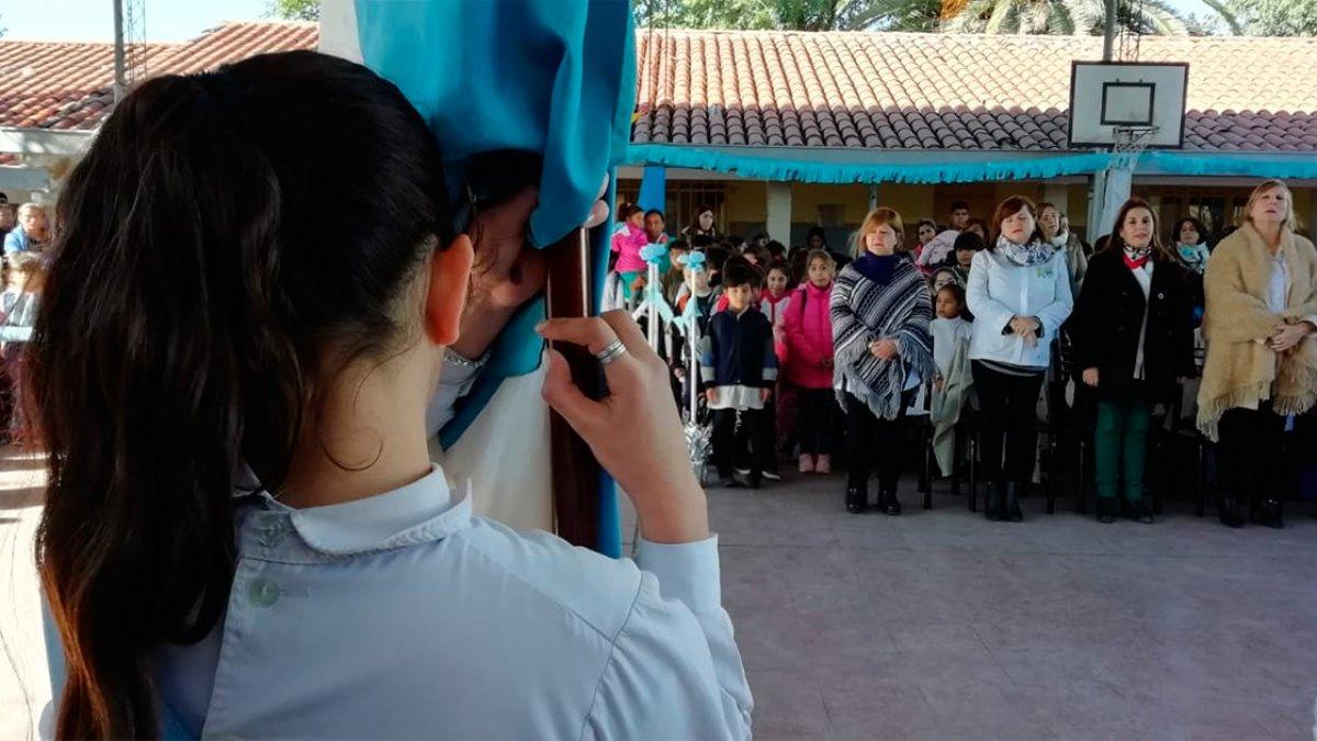 """Escuela """"Bazán y Bustos""""."""